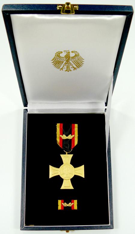 Ehrenkreuz für Tapferkeit im Präsentationsetui