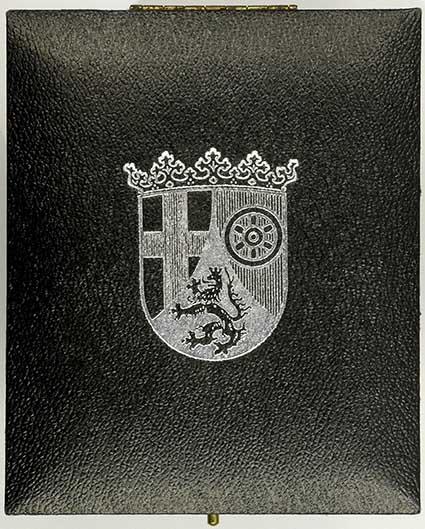 Etuideckel mit Wappenaufdruck