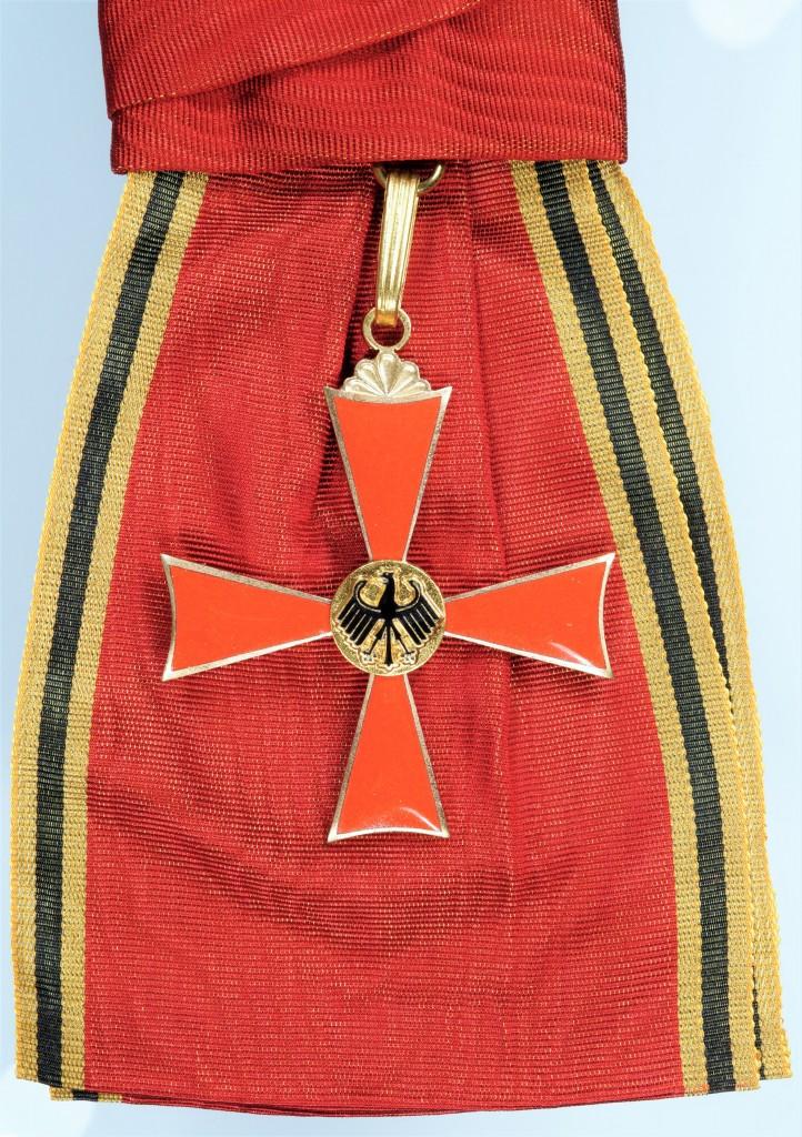 Grosses Verdienstkreuz zum Grossen Verdienstkreuz mit Stern und Schulterband, verliehen an Dr. Josef Stingl.