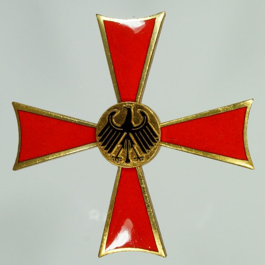 Vorderseite des Verdienstkreuzes 1. Klasse des Feuerwerkers Hugo Winter aus Kreuzau, vom 12. März 1976. Hersteller: Fa. Steinhauer & Lück.