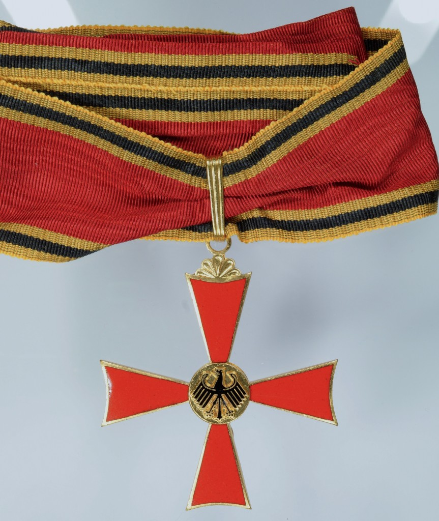 Grosses Verdienstkreuz, verliehen an Dr. Josef Stingl.