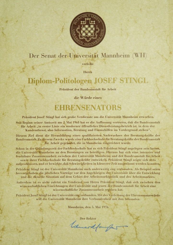 Urkunde über Verleihung der Würde eines Ehrensenators der Universität Mannheim.